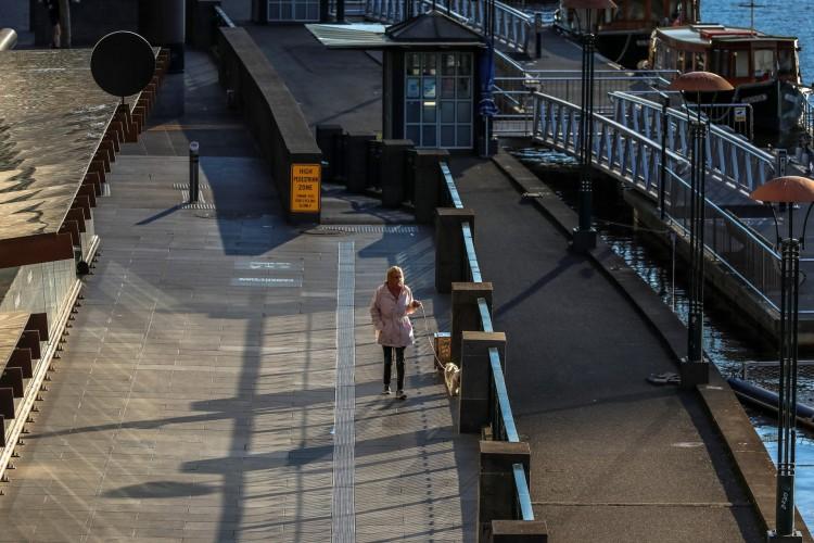 Área tranquila de Southbank, em Melbourne, após um novo bloqueio em meio a um ressurgimento de casos de coronavírus (Foto: ASANKA BRENDON RATNAYAKE / AFP)