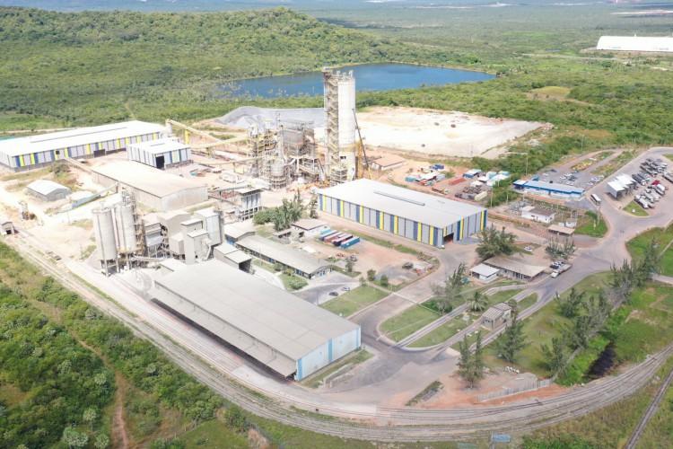 Vista aérea da fábrica da Votorantim Cimentos no Complexo do Pecém (Foto: Divulgação)