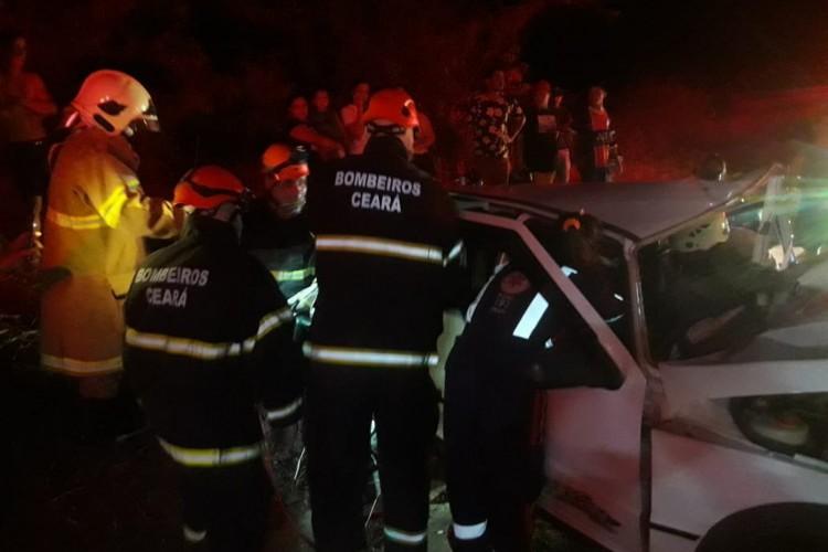 As vítimas possuíam um veículo da marca Fiat  (Foto: Corpo de Bombeiros/Reprodução)