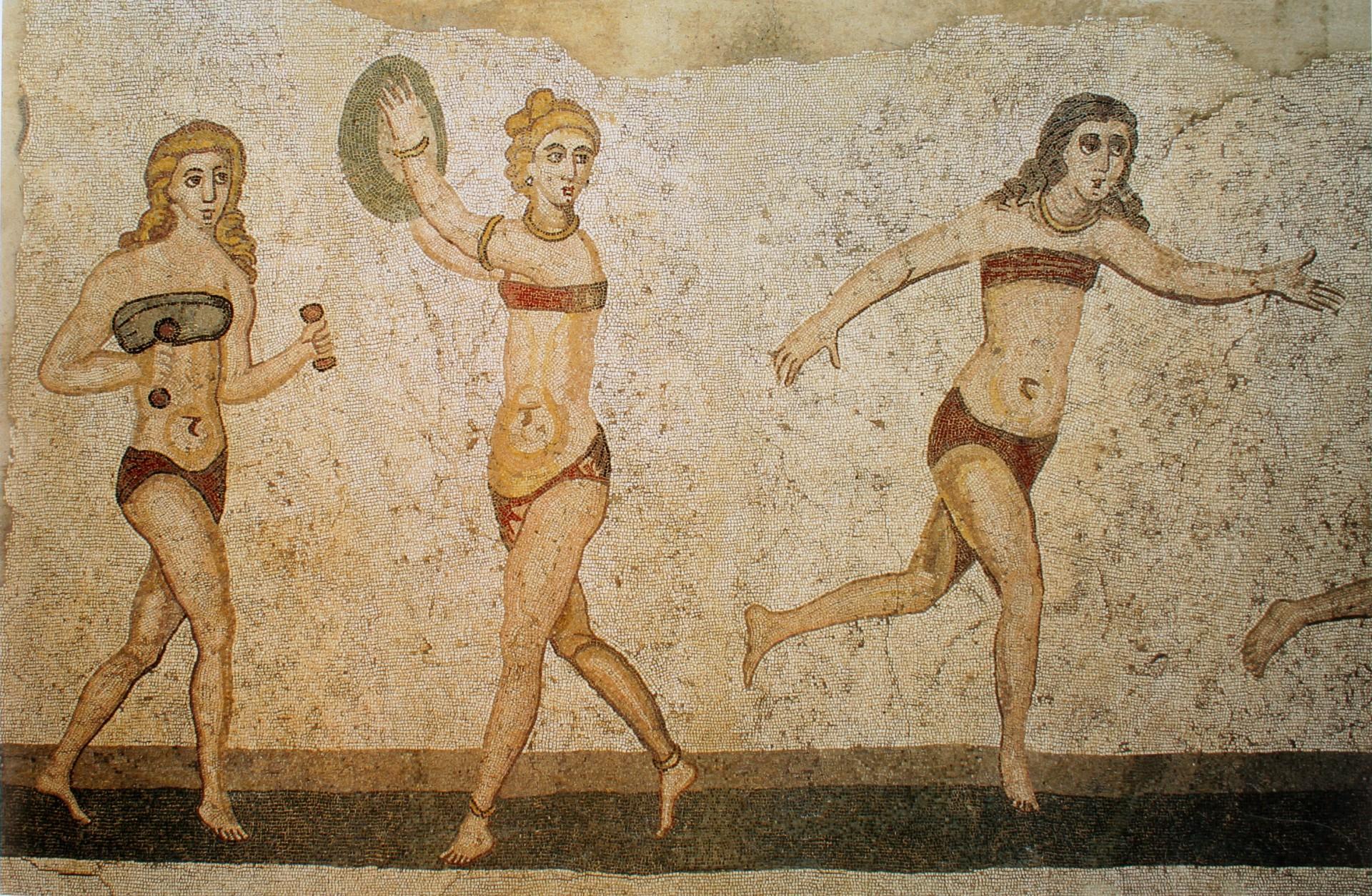 Trajes de duas peças - Atletas femininas demonstradas competindo em vários esportes (Foto: Domínio Público)