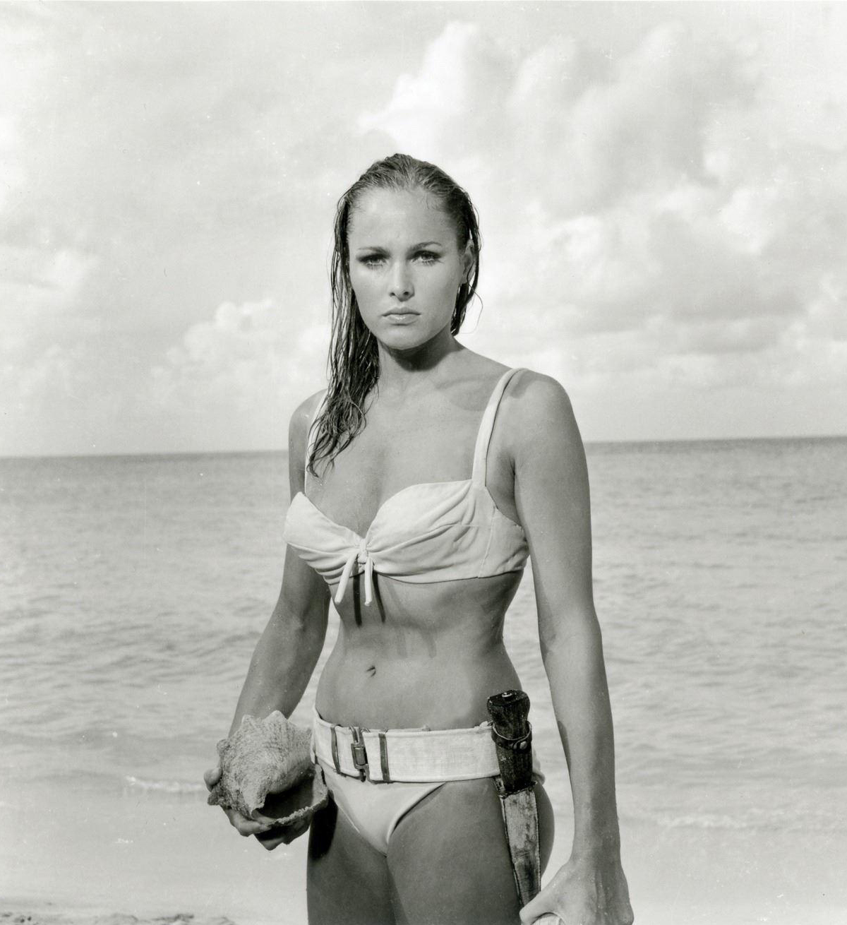 (Foto: Reprodução/Pinterest)icônico O modelo de Ursula Andress em