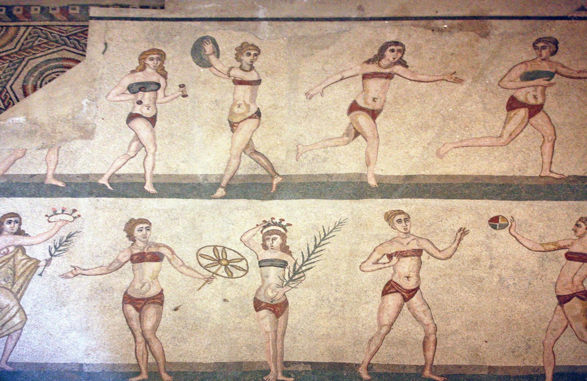 (Foto: Domínio Público)Mulheres romanas praticando esportes. Mosaico na Villa Romana del Casale, perto da Piazza Armerina, na Sicília