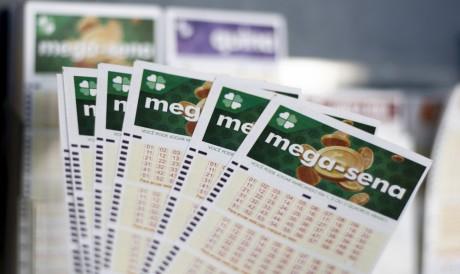 O sorteio da Mega Sena Concurso 2423 foi realizado hoje, quarta-feira 27 de outubro (27/10). Prêmio está estimado em R$ 33 milhões.