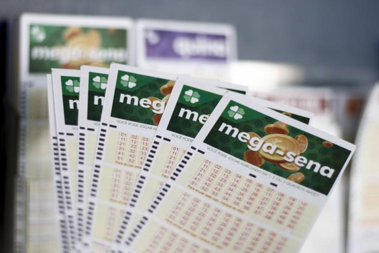 O sorteio da Mega Sena Concurso 2392 foi realizado hoje, quarta-feira, 21 de julho (21/06). O prêmio está estimado em R$ 2,5 milhões (Foto: Deísa Garcêz em 27.12.2019)