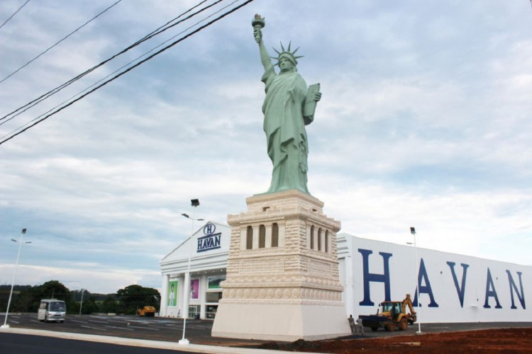 O monumento teria cerca de 35 metros  (Foto: Havan/Reprodução)