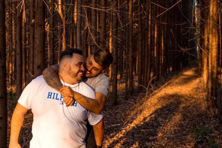"""""""Ele faleceu no horário que estaria entrando na cerimônia"""" disse o noivo de Saulo. (Foto: Rafael Ferreira Luiz/Reprodução)"""