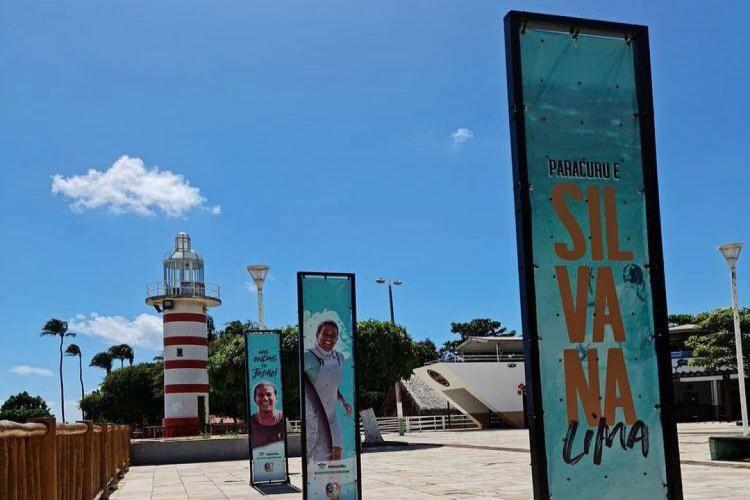 Totens em homenagem a Silvana Lima na praça do Farol, em Paracuru (Foto: DIVULGAÇÃO)