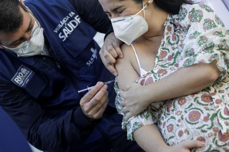 Covid-19: SP libera Pfizer para grávidas com 1ª dose da AstraZeneca (Foto: )