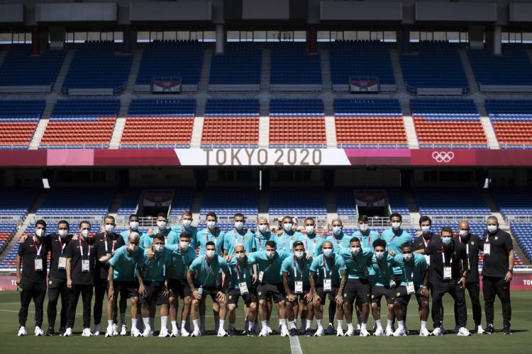 Jogadores e comissão técnica da seleção olímpica de futebol visitam estádio de Yokohama, no Japão (Foto: Lucas Figueiredo/CBF)