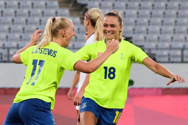 A Suécia venceu os Estados Unidos por 3 a 0 na estreia do futebol feminino nas Olimpíadas de Tóquio (Foto: YOSHIKAZU TSUNO / AFP)