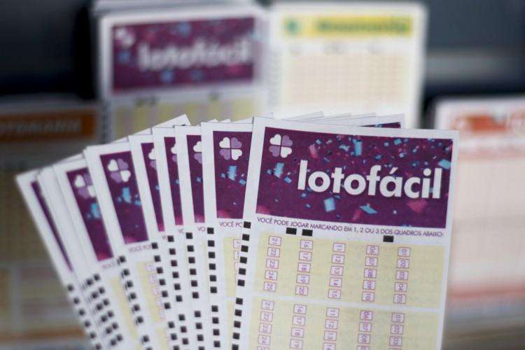O resultado da Lotofácil Concurso 2288 foi divulgado na noite de hoje, quinta, 22 de julho (22/07). O prêmio da loteria está estimado em R$ 3,5 milhões (Foto: Deísa Garcêz em 27.12.2019)