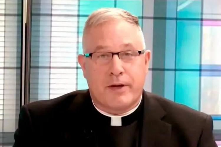 O site que expôs o padre também recebeu criticas por divulgar dados pessoais  (Foto: USCCB/Reprodução)