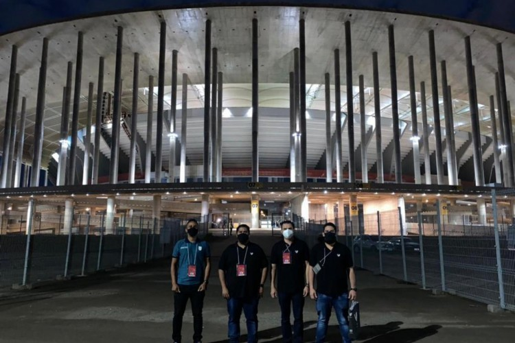 Representantes de Ceará e da FCF, durante visita ao estádio Mané Garrincha, para acompanhar o jogo entre Flamengo e Defensa y Justicia, pela Libertadores. (Foto: Ceará SC)