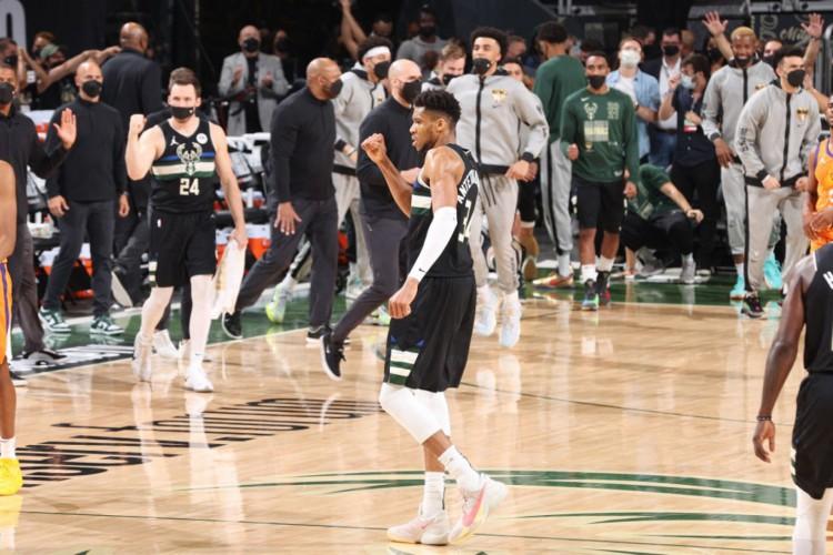 Giannis Antetokounmpo marcou 50 pontos no jogo decisivo do título do Milwaukee Bucks sobre o Phoenix Suns (Foto: David Sherman / NBAE / Getty Images via AFP)