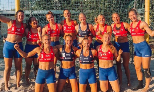 Time feminino de handebol da Noruega é multado por não usar biquíni durante partida contra a Espanha