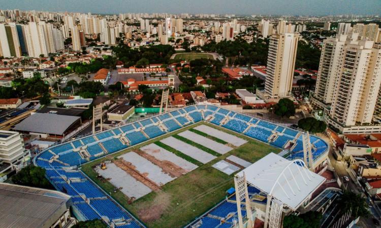 Obras de restauro do gramado do estádio Presidente Vargas se iniciaram em julho de 2021