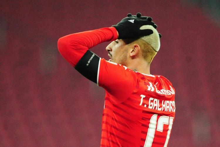 Internacional perde nos pênaltis e está fora da Libertadores (Foto: )