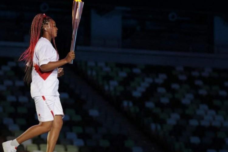 A tenista japonesa Naomi Osaka, de 23 anos, foi escolhida para acender a pira olímpica nas Olimpíadas de Tóquio (Foto: HANNAH MCKAY/ POOL/ AFP)
