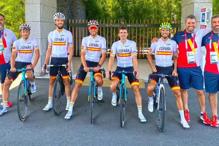 A equipe da Espanha de ciclismo vai continuar participando normalmente nas Olimpíadas após testarem negativo, como afirma comunicado da Federação de Ciclismo  (Foto: Reprodução/RFECiclismo )