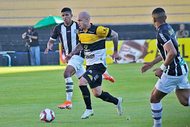 Criciúma derrota Figueirense em clássico e lidera grupo na Série C (Foto: )