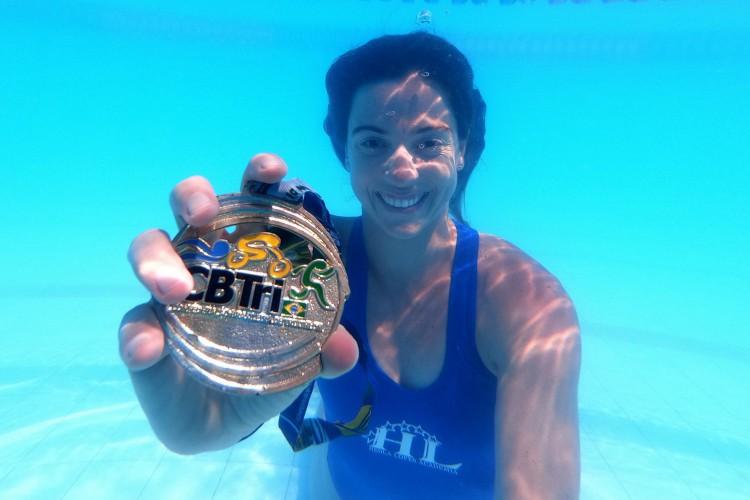 Filha da nadadora Hedla Lopes, triatleta cearense Vittoria Lopes chega a Tóquio com pratas no Pan de 2019, nas categorias individual e revezamento misto (Foto: Fábio Lima)