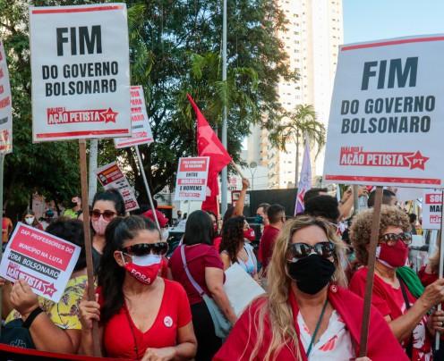 Políticos e movimentos sociais participam de protestos contra Bolsonaro