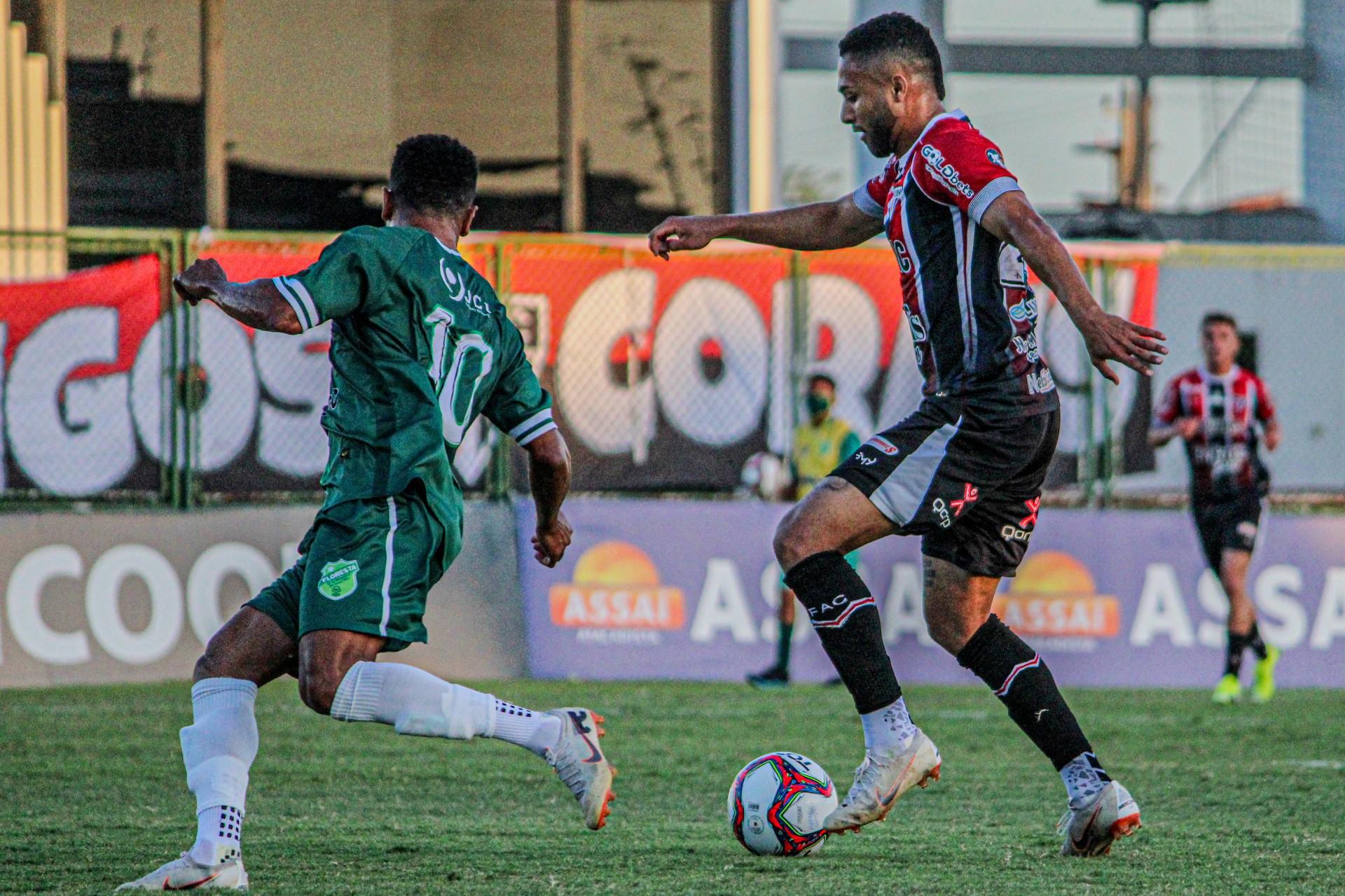 Lance da partida entre Floresta e Ferroviário, no estádio Carlos de Alencar Pinto, pela nona rodada da Série C 2021 (Foto: Lenilson Santos/Divulgação/Ferroviário)