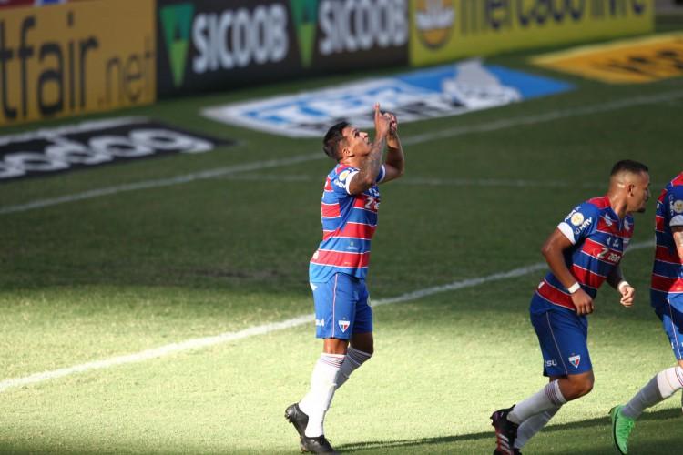ROBSON voltou a ser decisivo (Foto: FABIO LIMA)