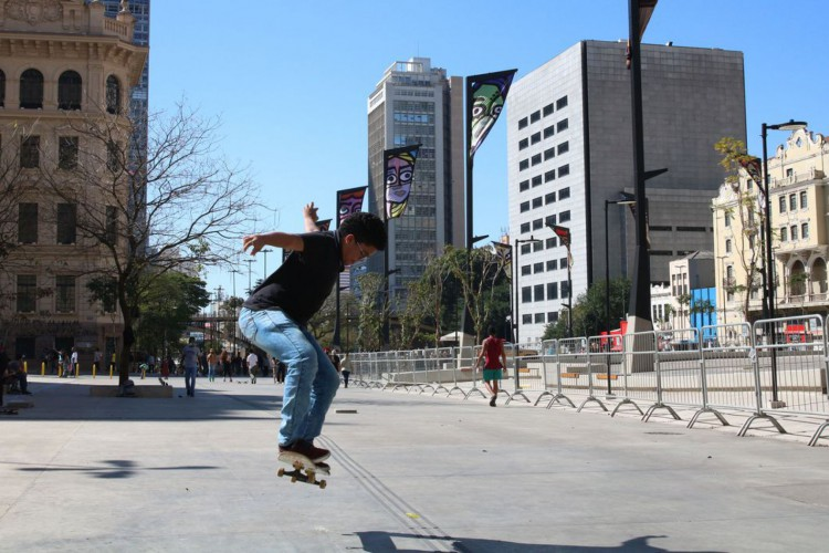 São Paulo: Vale do Anhangabaú reabriu para lazer neste domingo (Foto: )