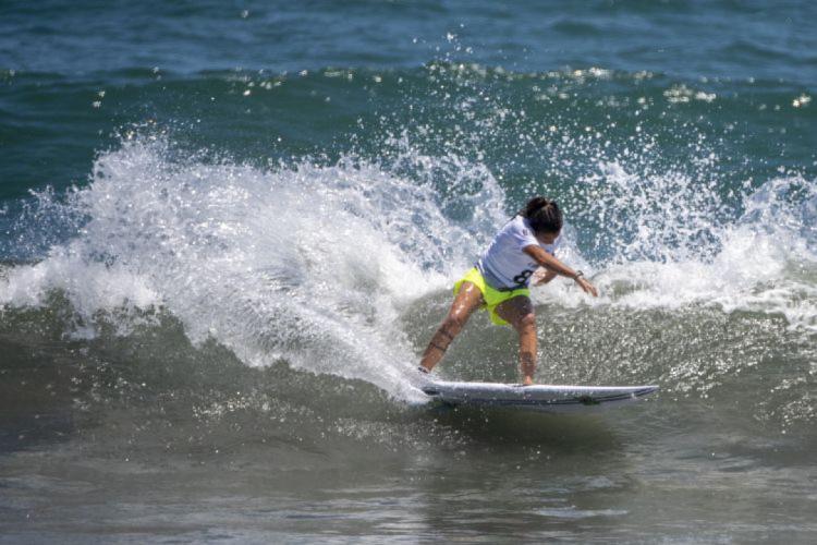 Silvana Lima perdeu para Carissa Moore nas quartas de final do surfe na Olimpíada (Foto: Olivier MORIN / AFP)