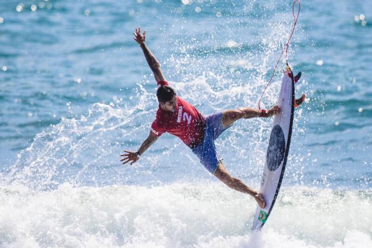 25.07.2021 - Jogos Olímpicos Tóquio 2020 - Equipe do surf do Time Brasil disputa a qualificatória em Tsurigasaki Surfing Beach. Na foto, destaque para o atleta Gabriel Medina. Foto: Miriam Jeske/COB (Foto: Miriam Jeske/COB)