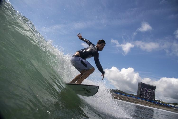 O brasileiro Gabriel Medina se classificou às semifinais do surfe nas Olimpíadas de Tóquio (Olivier MORIN / POOL / AFP) (Foto: Olivier MORIN / POOL / AFP)