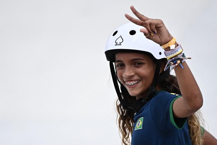 Com apenas 13 anos, Rayssa é a mais jovem brasileira da história a uma edição de Olimpíadas (Foto: Lionel Bonaventure / AFP)