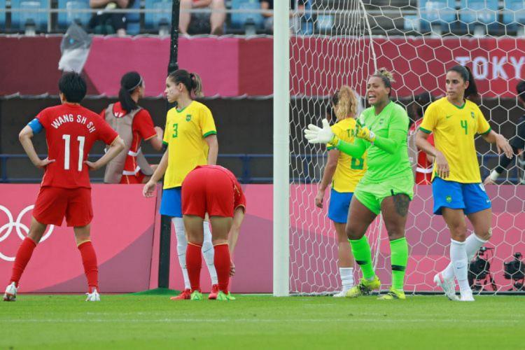 Bárbara segue como a goleira titular do Brasil (Foto: Kohei CHIBAHARA / AFP)