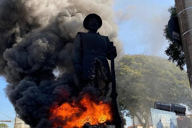 Após lamentar incêndio, prefeito de SP diz que Estátua Borba Gato será restaurada por empresário (Foto: Reprodução)