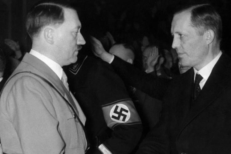 Foto de Bolsonaro com neta de ministro de Hitler causa incômodo entre judeus (Foto: Reprodução)