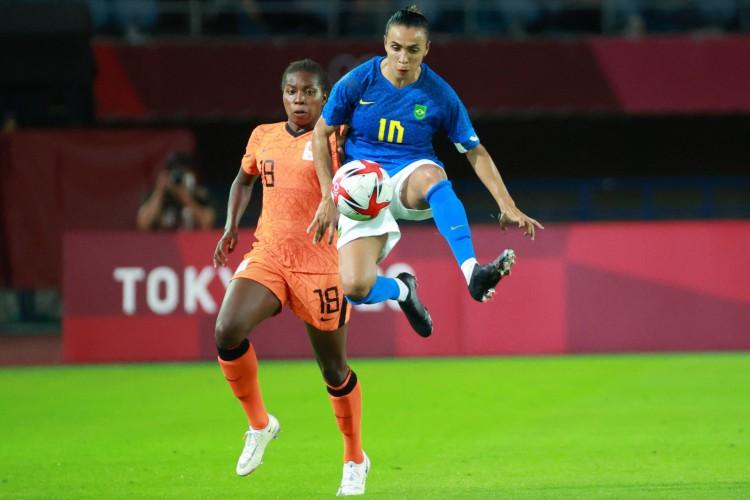 O Brasil, de Marta, terá a Zâmbia pela frente na última rodada da fase de grupos do futebol feminino nas Olimpíadas de Tóquio. Saiba onde assistir ao vivo ao jogo da seleção feminina brasileira (Foto: Kohei CHIBAHARA/AFP)