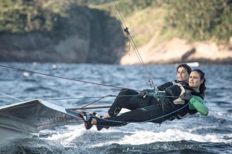 Martine Grael e Kahena Kunze estreiam hoje representando o Brasil na vela 49erFX. Confira outros destaques do Dia 4 das Olimpíadas de Tóquio, onde assistir ao vivo e programação com horário (Foto: Divulgação/COB)