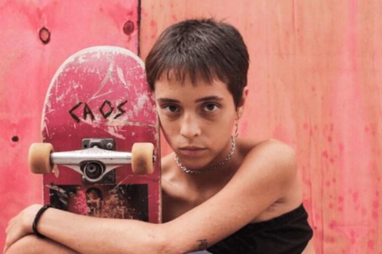O longa brasileiro 'Meu Nome É Bagdá' é protagonizado por uma jovem skatista (Foto: divulgação)