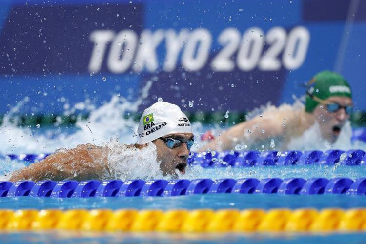 O brasileiro Leo de Deus avançou para a semifinal no nado 200 m borboleta na Olímpiada de Tóquio 2020 (Foto: Reprodução/CBDA)