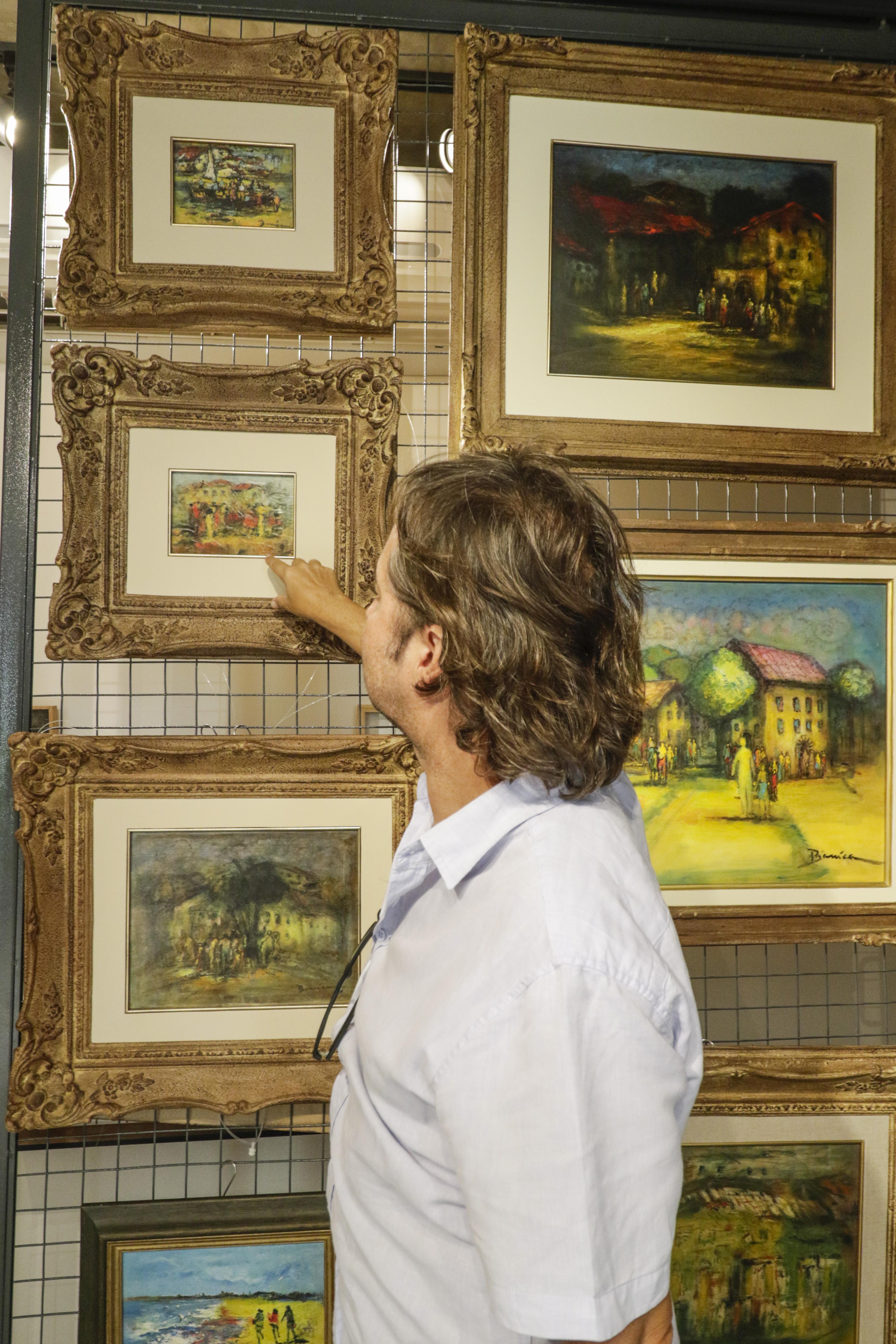 (Foto: Thais Mesquita)FORTALEZA, CE, BRASIL, 26.07.2021: Exposição do Artista Ze Tarcísio na Sculpt Galeria. A galeria fica dentro da loja de decoração Spazio, localizada na Rua Paula Ney, no bairro Aldeota.  Rodrigo Parente, proprietário do Spazio, mostrando algumas obras (Thais Mesquita/OPOVO)