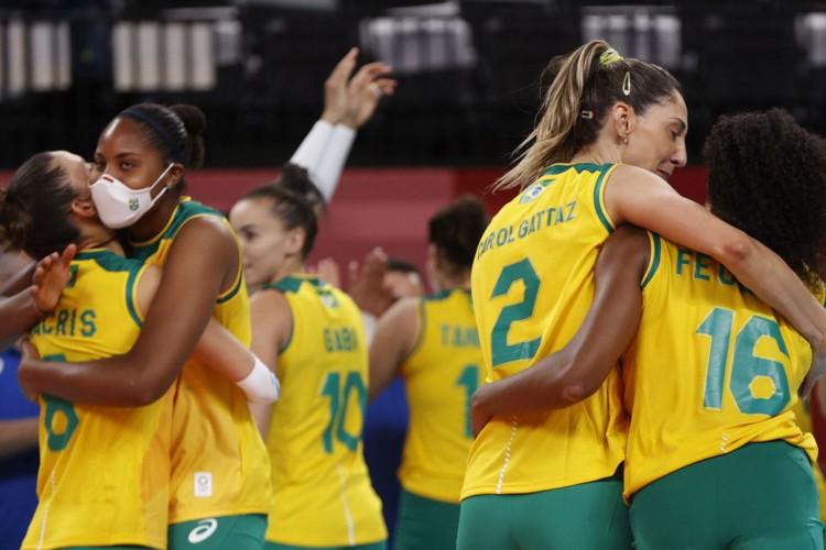 Vôlei: brasileiras têm vitória apertada contra dominicanas (Foto: )