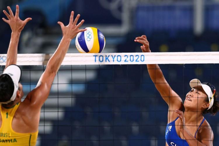 Olimpíadas: Ágatha e Duda perdem para as chinesas no vôlei de praia (Foto: )