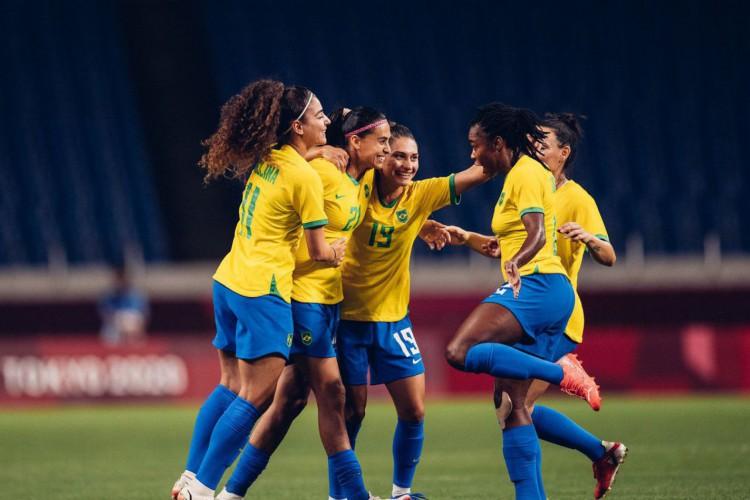 Seleção feminina de futebol bate a Zâmbia e pega o Canadá nas quartas (Foto: )