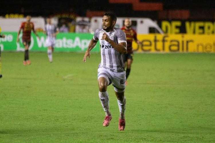 Atacante Airton no jogo Sport x Ceará, na Ilha do Retiro, em Recife, pela Série A (Foto: Felipe Santos / Ceará SC)