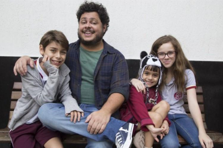 Um Tio Quase Perfeito será exibido na Sessão da Tarde de hoje, 28 (Foto: Reprodução / Rede Globo)