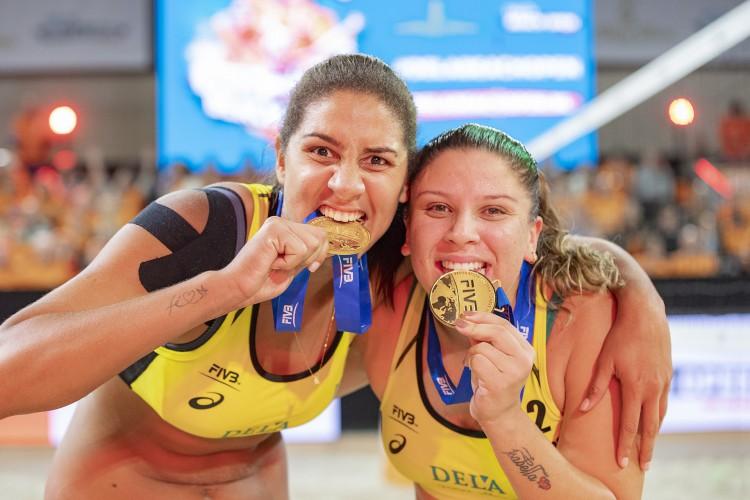 Fortalezense Rebecca Silva e dupla Ana Patrícia disputam partida no vôlei de praia; veja data e hora de competições dos cearenses na Olimpíada de Tóquio  (Foto: Sebastiaan Nederhoed/Divulgação/FIVB)
