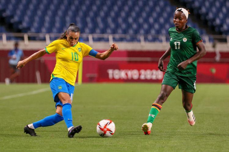 Brasil venceu a Zâmbia no futebol feminino (Foto: Ayaka Naito / AFP)