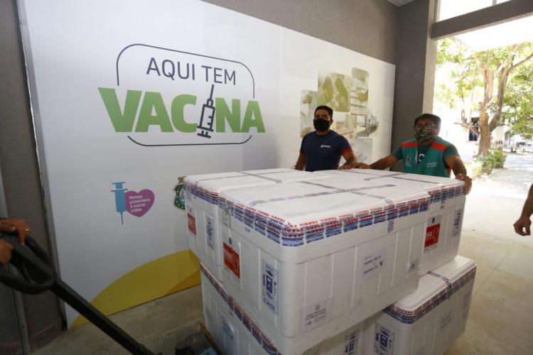 Mais um lote de vacinas chega ao Ceará nesta terça-feira, 27 de julho (Foto: Governo do Ceará)
