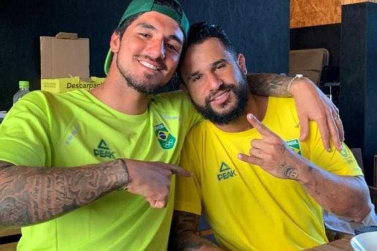 Gabriel Medina publicou foto com Ítalo Ferreira e comemorou o ouro do companheiro no surfe nas Olimpíadas de Tóquio (Foto: Reprodução/Instagram)